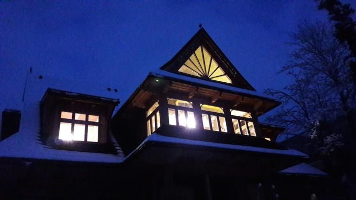Inteligentny pensjonat Elżbiecina z widokiem na Giewont Zakopane - Zabytkowa willa Wojciecha Korfantego z 1912r. po modernizacji - widok w nocy