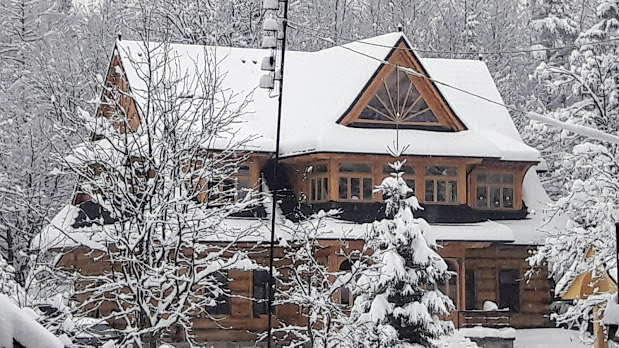 Inteligentny pensjonat Elżbiecina Zakopane - Zabytkowa willa Korfantego z 1912r. po modernizacji - widok zimą